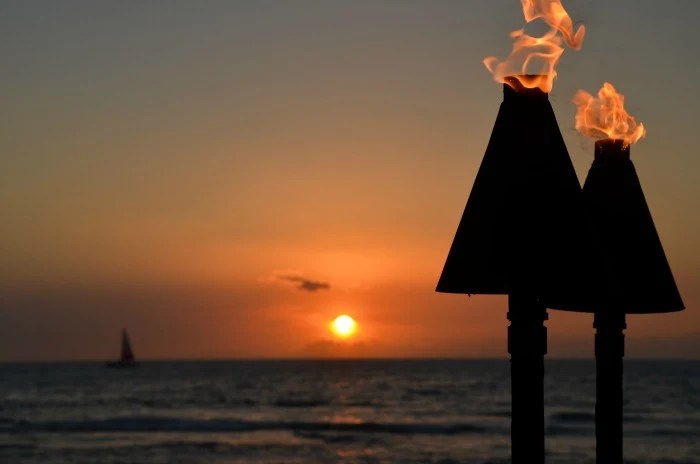 Southwest Airlines Hawaii - Sunset Tiki Torches