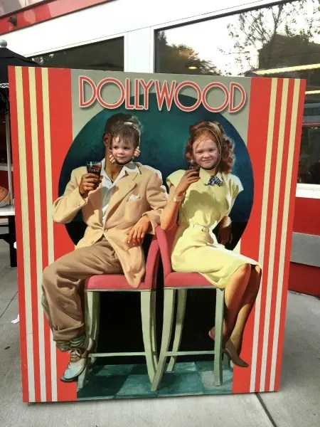 Dollywood with Kids - Retro Sign
