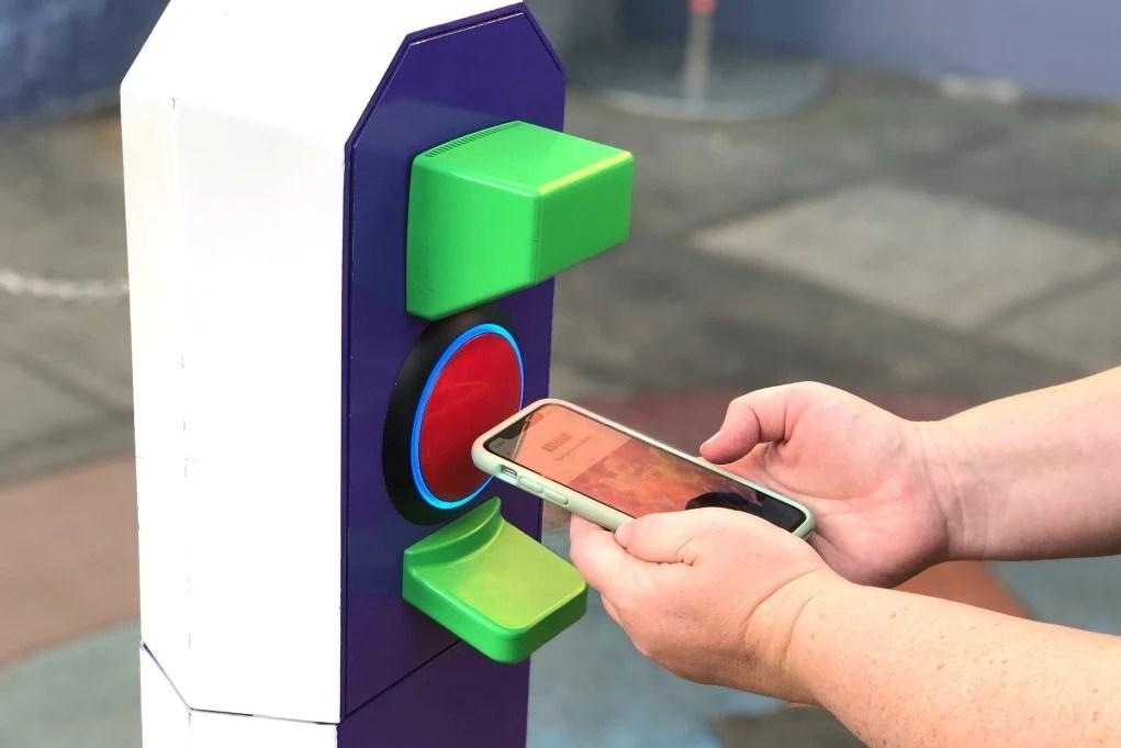 Disneyland MaxPass Redeem Fastpass with Smartphone