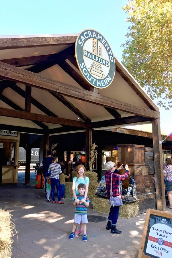 Old Sacramento - Sacramento Southern Railroad with Kids