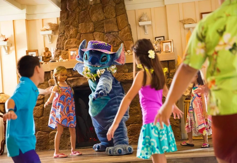 Disney Aulani Auntys Beach House Stitch