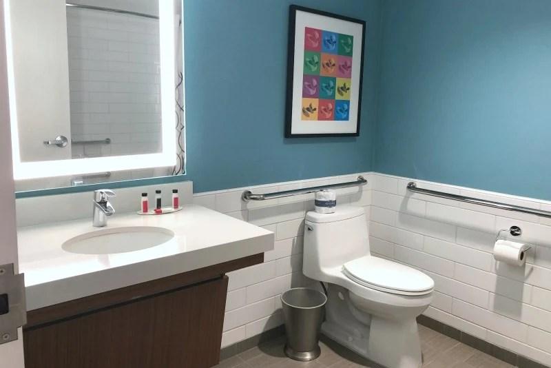 Howard Johnson Anaheim - Renovated Room ADA Bathroom