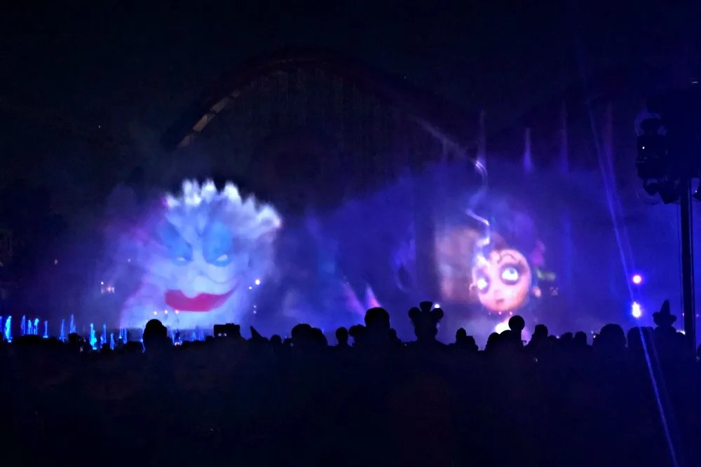 Oogie Boogie Bash Disneyland - World of Color Villainous Ursula