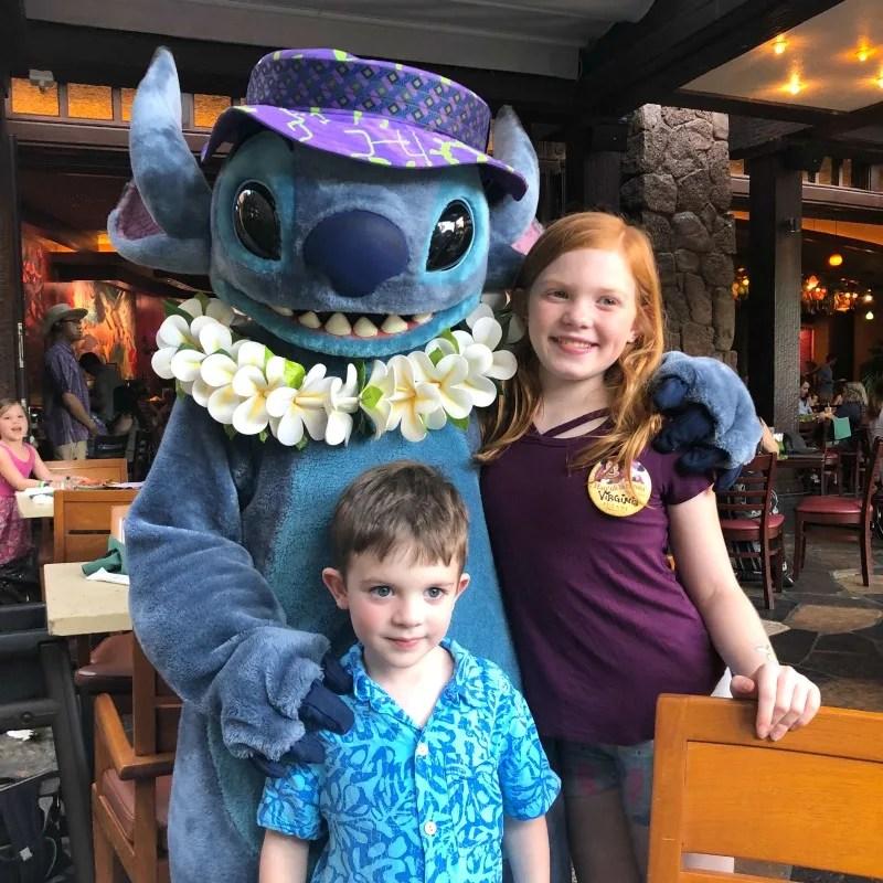 Disney Aulani - Makahiki Character Dinner Stitch