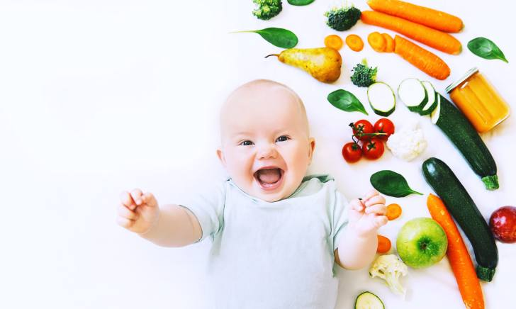 Healthy child nutrition, Smiling baby 8 months old. Baby first solid feeding. How and when to introduce solids to a breastfeeding baby. #babyfood #solids #breastfeeding #baby