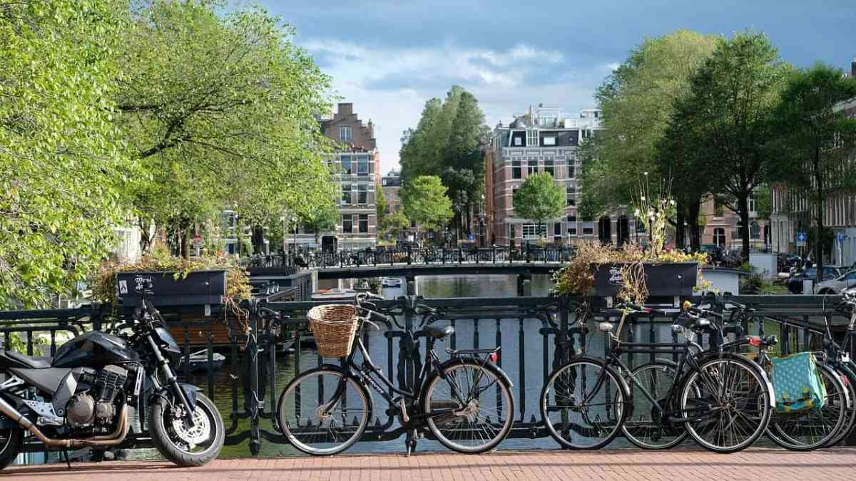 amsterdam city center canals