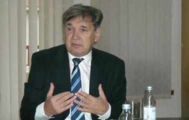 Hrvatski veleposlanik Zlatko Kramarić na svom radnom mjestu u Skopju