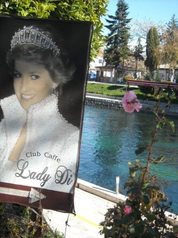 U Strugi se štuje i lik i djelo Lady Di