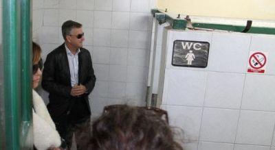 Dr. Burić i 'hodajući kolegij' obišli javne zahode od kojih 'radi' samo jedan