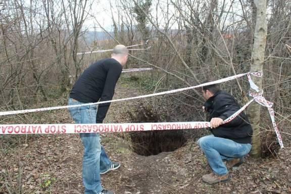 Najnovija rupa u šumi kod zaseoka Velići (Foto: Hrvoslav Pavić)