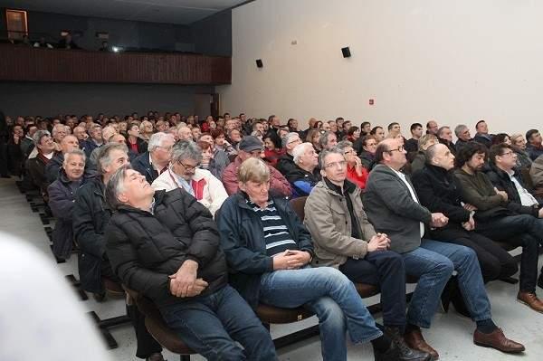 Rasprava je napunila murtersku kino salu