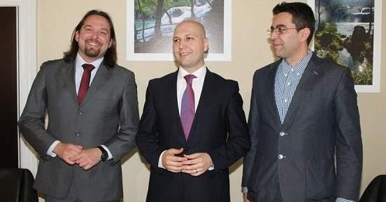 Dobro raspoloženi predstavljači projekata (Tonći Restović, Mihael Zmajlović i Nikola Krajtmajer)
