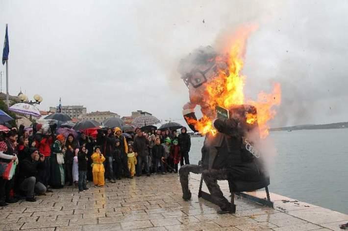 Maškare u Šibeniku - Jovanović u plamenu okajao grijehe 257