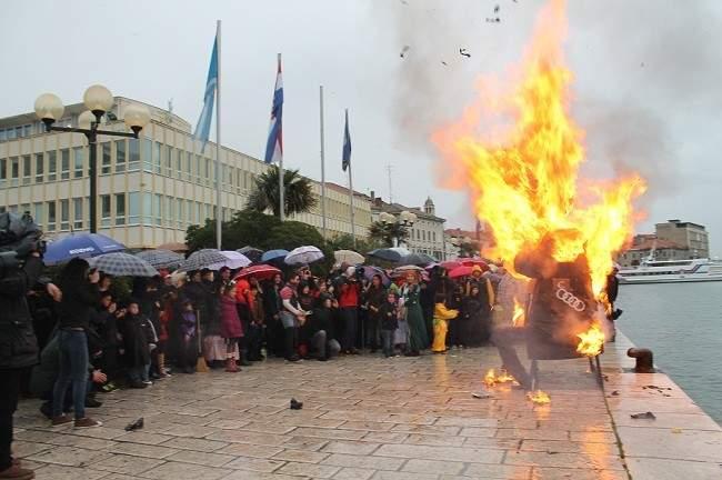 Maškare u Šibeniku - Jovanović u plamenu okajao grijehe 261