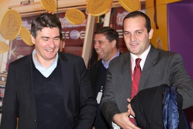 Načelnik Općine Tisno Ivan Klarin s premijerom Zoranom Milanovićem (Foto H. Pavić) - kopija