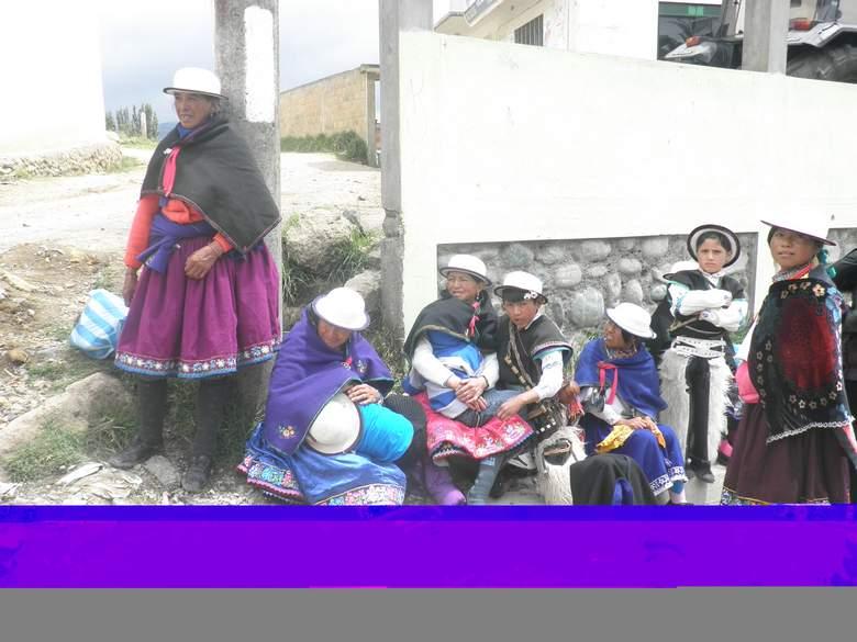 Indijanke u tradicionalnim nošnjama