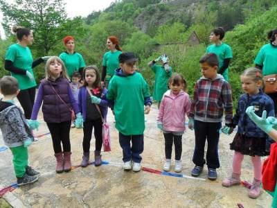 Djeca u čišćenju Krčića (foto Facebook)