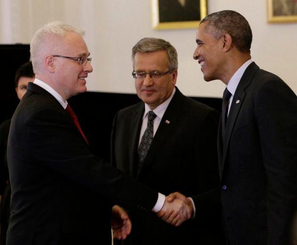 Dr. Josipović i Obama se rukuju u Varšavi (foto Ured predsjednika RH)
