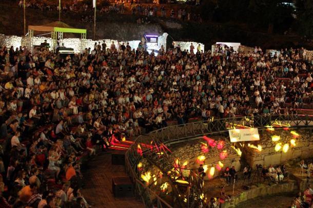 Antički teatar u Ohridu - pun (foto www.ohrid1.com)