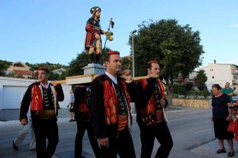 Klarin je u procesiji nosio kip sv. Roka
