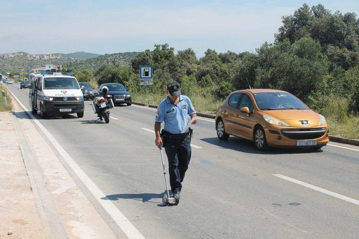 Nesreća kod benzinske postaje u Njivicama (Foto H. Pavić) (2)