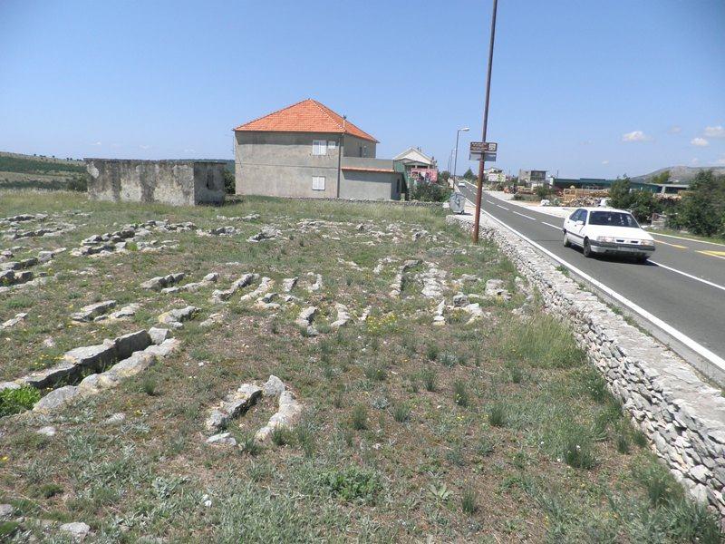Starohrvatsko groblje u Donjem polju, snimila: J. Klisović