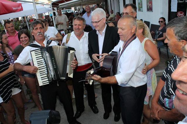 Predsjednik Josipović s Triom Korenat na Rudini u Tisnom (Foto H. Pavić)