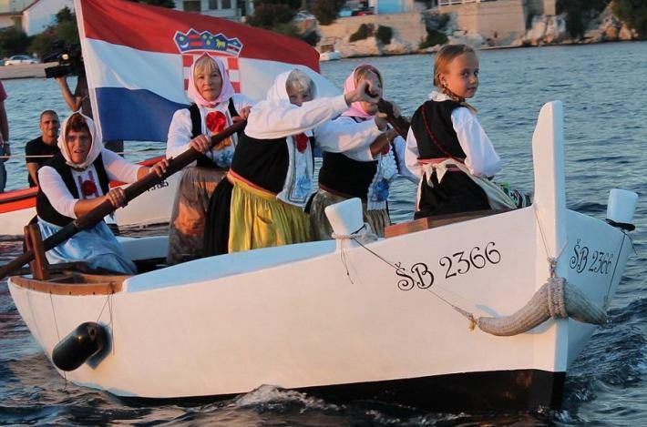 Regata u ženskom veslanju - Krapanj 2014. (Foto H. Pavić) (12)