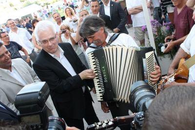 Josipović u Tisnom i Jezerima: 'Vidim da je živahno i to je dobar znak za turizam'