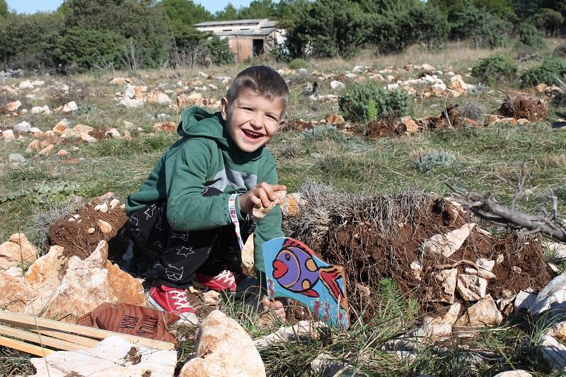 (FOTO) Najmlađi sadili mladice – nagovještaj dolaska mudrije i ekološki svjesnije generacije