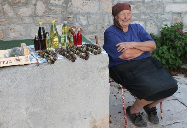 Domaća ponuda na starom bunaru (Foto: Hrvoslav Pavić)