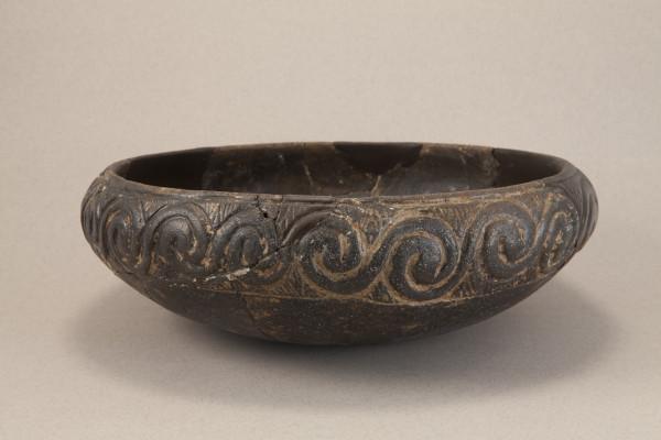 Zdjela danilske kulture s nalazišta Krivače kod Bribira (Muzej grada Šibenika, foto Tomislav Šmider)