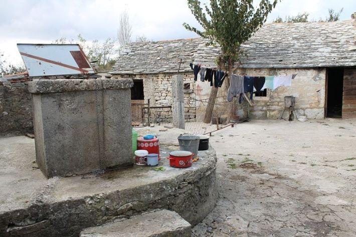 Vukše - 21. stoljeće, bez ceste, struje i vode (Foto H. Pavić) (2)