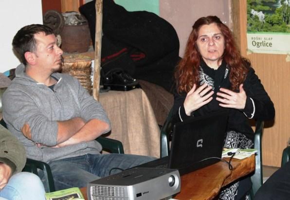 Dimitrije Dujmović i Inga Kukolj na radionici o kompostiranju (Foto H. Pavić)