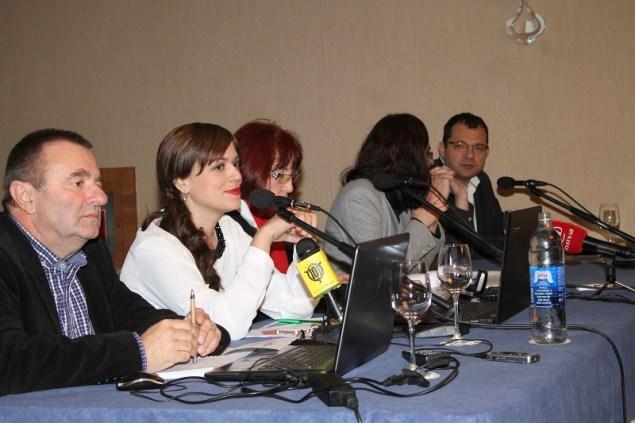 Ljubitelji ugljikovodika na javnoj raspravi foto TRIS/H. Pavić)