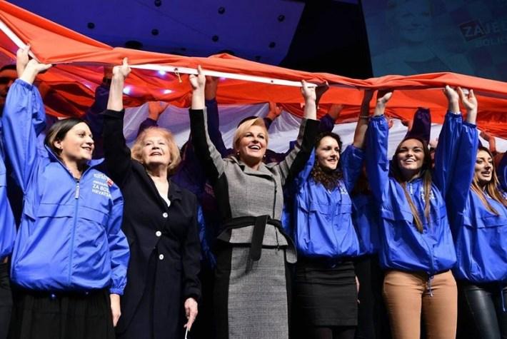 Kolinda Grabar Kitarović u izbornoj noći (Foto službeni FB profil)