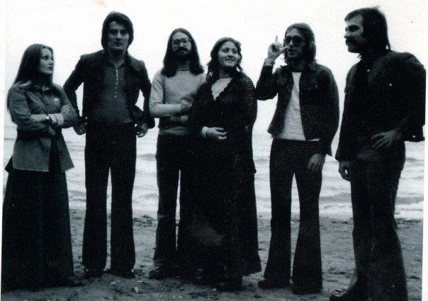 Jedna od prvih postava grupe More (tu su i Meri i Oliver) (Wikipedia)