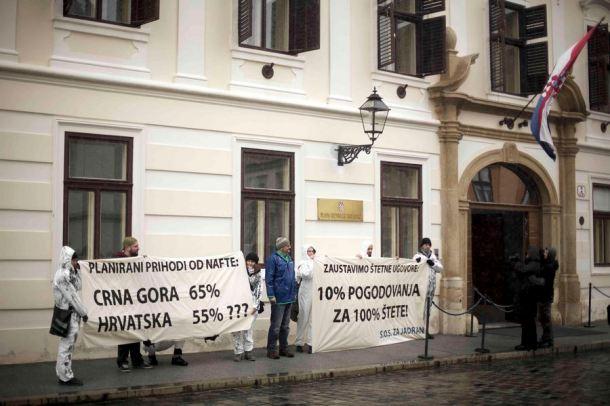 Čitaju li Vladini dužnosnici transparente? (foto Zelena akcija)