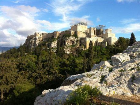 Na vrh brda Akropola ne mrda...