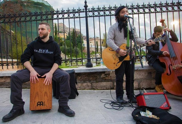 Dimitrisu se spontano pridružuju i drugi glazbenici