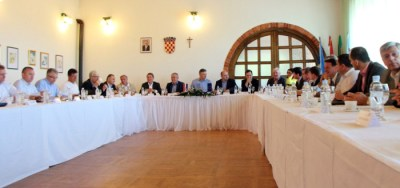 Sastanak u vinariji (foto Facebook)