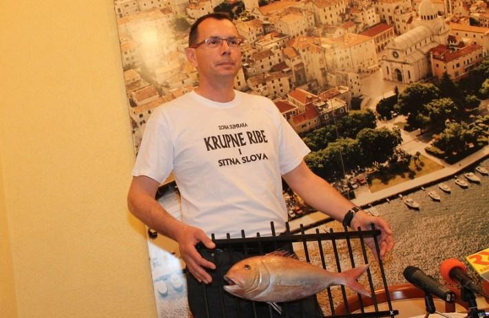 Branko Kronja, Krupne ribe i sitna slova (54)
