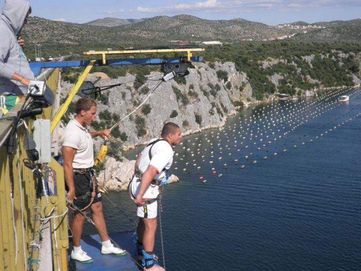 skokovi s Šibenskog mosta: snimila: J. Klisović