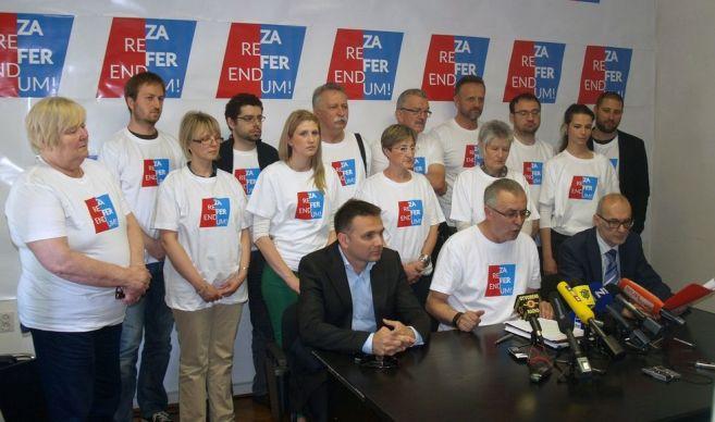 Trenutak objave dvaju pitanja (foto Za Referendum!)