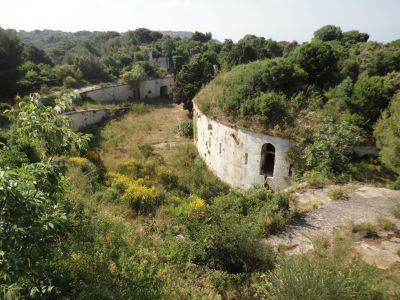 Jedna od zapuštenih povijesnih utvrda unutar Muzila - foto TRIS/G. Šimac
