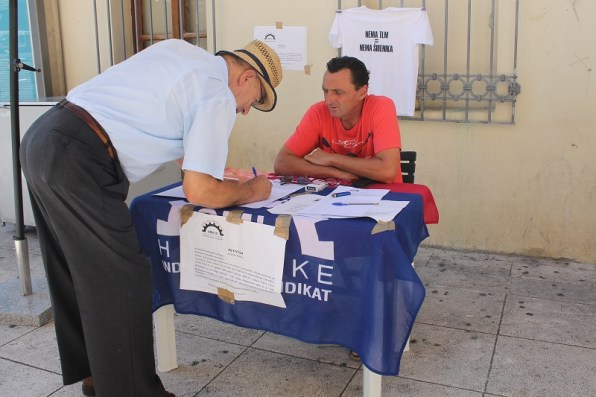 Potpisivanje peticije za spas TLM-a (Foto: Tris/H. Pavić)