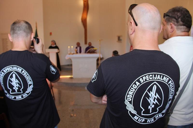 Jastrebovi na svetoj misi za poginule suborce (Foto: Tris/H. Pavić)