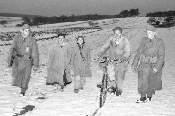 Dobrovoljci Mađare dočekuju po snijegu (izvor UNHCR)