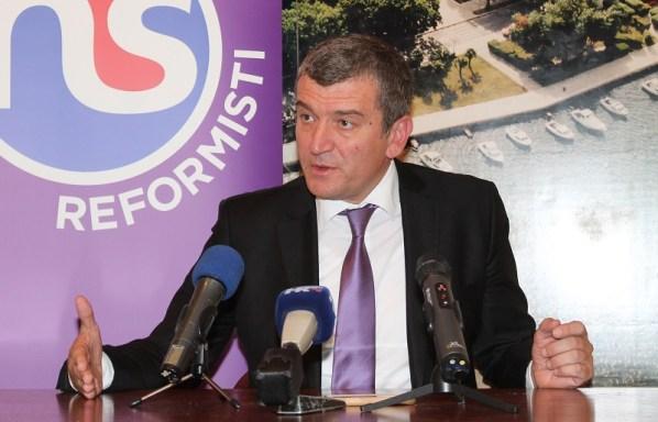 Saborski zastupnik Narodne stranke - reformista Petar baranović na današnjoj konferenciji za novinare (Foto: Tris/H. Pavić)