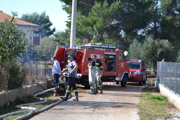 Stalno je na terenu više od 200 vatrogasaca - DVD Tisno u Tišnjanskoj Dubravu (Foto: ŠKŽ)